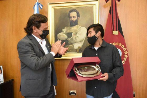 El gobernador Sáenz recibió al destacado estudiante wichi Maximiliano Sánchez