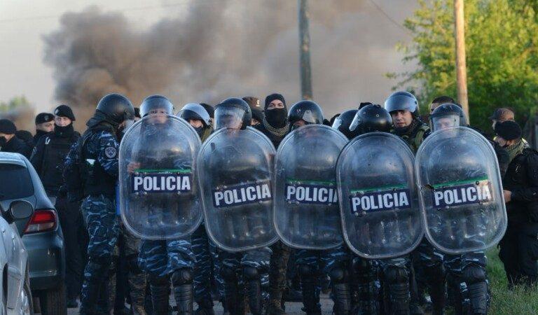 Enfrentamientos entre la policía y ocupantes en un desalojo en Buenos Aires