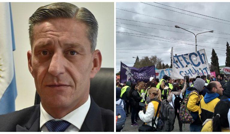 Una docente increpó al gobernador de Chubut, Mariano Arcioni